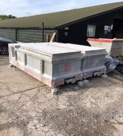 GHINES ; DUST BENCHES